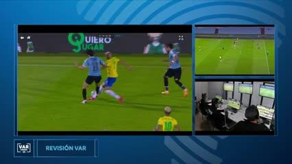 Esto dijo el VAR en la roja de Cavani ante Brasil