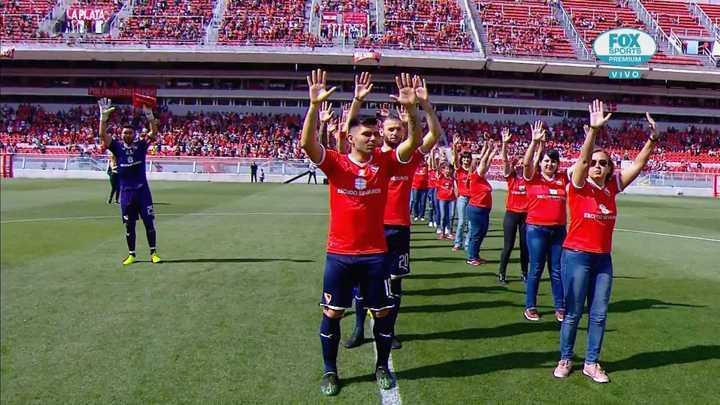 El homenaje de Independiente a 11 madres socias del club