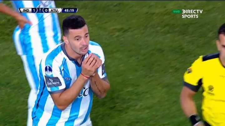 Ramiro Carrera se fue expulsado